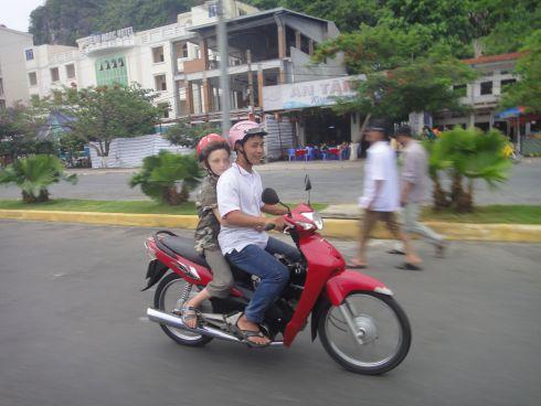 xe_om_motorbike_taxi_vietnam_cat_ba_island.jpg